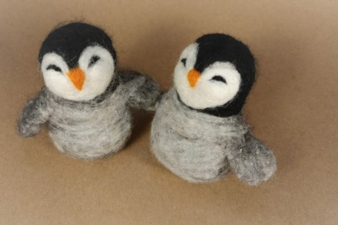 Penguin photo1 felting