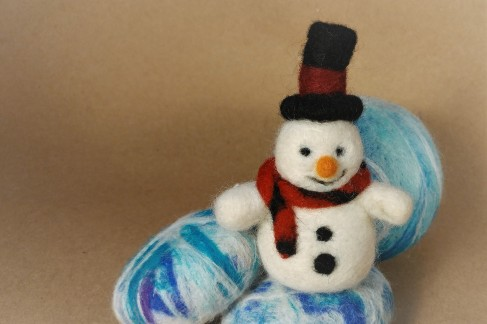 snowman felted photo5 amazingfeltedfibrearts