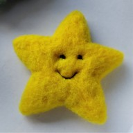 needle felted star yellow amazingfeltedfibrearts 2018